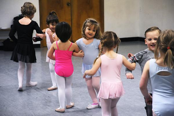 Toddlers Dance http://www.columbiamissourian.com/m/17876/dancing-arm-in-arm/