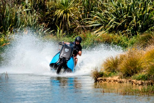 Motorcycle Hovercraft http://www.gizmag.com/gibbs-sports-amphibians-concept-vehicles/39912/