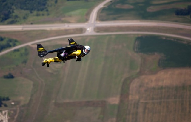 Rossy Jet Powered Wing Pack http://www.wired.com/2013/07/how-to-fly-like-jetman/