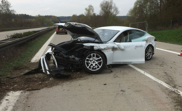 Tesla S Wreck  Electrocution Hazard for emergency personnel